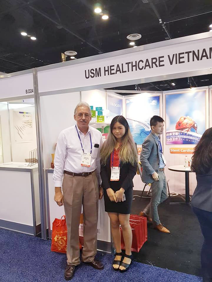 USM Healthcare with visitor at FIME